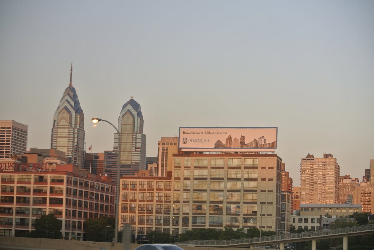 philadelphia-at-sunset-from-amtrak-regional-rail-1